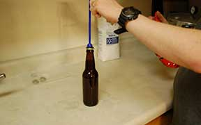 Brew it yourself - Cap the bottles.